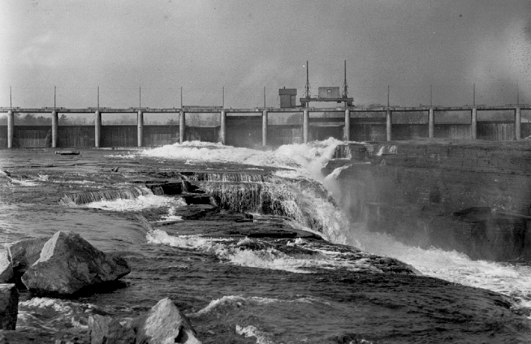 An undated photo of the Chaudière Falls Ring Dam that demonstrates the site's drop in elevation.