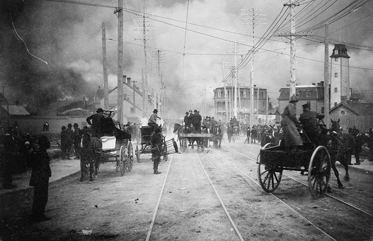 View of Queen Street looking west during the Great Ottawa-Hull Fire, April 26, 1900. Photo credit: Library and Archives Canada.