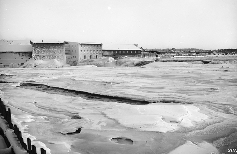 Booth's Mills at Chaudière, 1912. Photo credit: William James Topley/Library and Archives Canada.